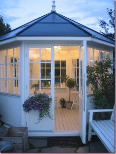 ~ lovely gardenhouse - the white paint works really well and it's so crisp and welcoming.