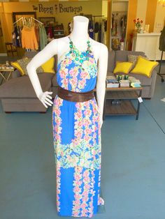 floral friday courtesy of this gorgeous maxi dress #prints #charliejade #silk #springstyle #tgif #ootd #shoppoppy