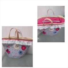 ceirinha decorada em tons azul e rosa forada por dentro e com bolso forrada e decorada por fora com rosetas em croché