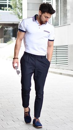 White Polo Shirt Outfit Ideas For Men Mens Fashion Blog, Best Mens Fashion, Mens Fashion Suits, Women's Fashion, Fashion Tips, White Polo Shirt Outfit, Polo Shirt Outfits, Mode Masculine, Pantalon Slim