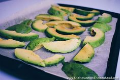 Learn how to freeze avocados and how to use them after! Stock up and preserve avocados when they're on sale and always have them on hand and ready to use. Avocado Uses, Ripe Avocado, Avocado Recipes, Gourmet Recipes, Keto Recipes, Healthy Recipes, Vegetarian Recipes, Freezing Fruit, Parsnip Soup
