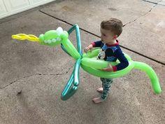 Balloon Toys, Balloon Hat, Balloon Animals, Balloon Birthday, Ideas Para Fiestas, Balloon Decorations, Sculptures, Parenting, Parties