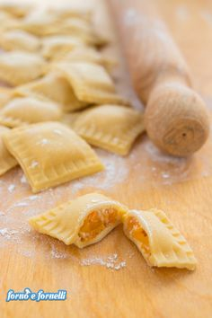 Homemade pumpkin tortelli: a unique goodness :) Oven and stove - Pasta - Tortellini Pasta Recipes, Cooking Recipes, Pasta Casera, Homemade Pasta, Italian Recipes, Food To Make, Food And Drink, Pumpkin, Yummy Food