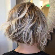 50 Trendy Inverted Bob Haircuts Dishwater Blonde Bob With Platinum Highlights Blonde Highlights Bob Haircut, Bob With Highlights, Platinum Highlights, Platinum Blonde, Beach Highlights, Bobs For Thin Hair, Wavy Bobs, Angled Bobs, Stacked Bobs