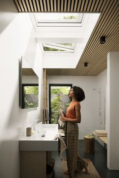 Single storey extension ideas for filling your space with light with roof window. - VELUX extensions competition 2018 – bring in more daylight , Flat Roof Skylights, Modern Skylights, Skylight Bathroom, Bathroom Windows, Patio Interior, Bathroom Interior Design, Skylight Design, Single Storey Extension, Roof Window