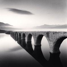 モノクロームの叙情 マイケル・ケンナ写真展