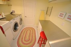 Laundry Room Small Laundry Room Design, Pictures, Remodel, Decor and Ideas - page 3 Laundry Table, Laundry Room Folding Table, Laundry Room Rugs, Modern Laundry Rooms, Modern Room, Folding Tables, Drying Rack Laundry, Home Inc, Laundry Room Design
