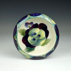 Moorcroft Decor: 'Pansy' A pottery bowl England Ca. 1915 Signed (see picture) Diameter: 11 cm. Pottery Bowls, Art Decor, Art Nouveau, Ceramic Bowls