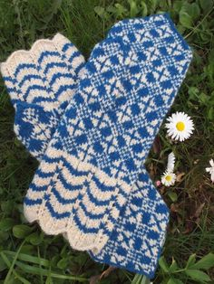 Finely Hand Knitted Estonian Mittens in Blue and White FREE SHIPPING warm and durable