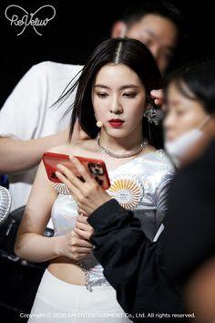 Red Pictures, Red Velvet Irene, Seulgi, Michael Kors Watch, Korean Girl, How To Look Better, Stage, Velvet Style, Blackpink Jisoo