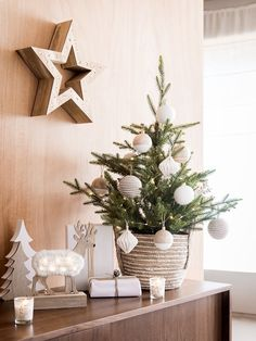 furniture catalog Here are the 4 Maisons du Monde Collections For Christmas . - furniture catalog Here are the 4 Maisons du Monde Collections For Christmas 2019 (New Ca - Gold Christmas Decorations, Christmas Tree Themes, Xmas Tree, Holiday Decor, Natural Christmas, Cozy Christmas, Simple Christmas, Christmas 2019, Natal Natural