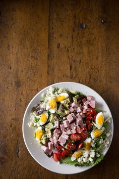 This ham cobb salad is the perfect way to use up all that leftover ham. Packed full of baby greens, hard boiled eggs, avocado, tomatoes, sharp gorgonzola cheese and ham.