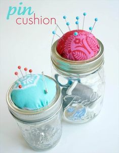 Crazy Wonderful: mason jar pin cushion - tutorial This is genius. Diy Projects To Try, Crafts To Do, Craft Projects, Mason Jars, Mason Jar Crafts, Craft Gifts, Diy Gifts, Handmade Gifts, Cheap Gifts