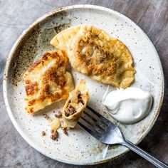 Beef, Onion and cheddar pierogies Want to make magic happen? Use ground shortrib for these. Empanadas, Samosas, Food Styling, Stuffed Mushrooms, Stuffed Peppers, Pasta, Cream Recipes, Bon Appetit, Side Dishes