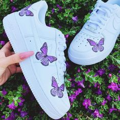 May 2020 - Nike Air Force 1 Butterfly Monarch Size 8 Womens Purple Nike Shoes, White Nike Shoes, Nike Air Shoes, Purple Nikes, Purple Sneakers, Cute Sneakers, Sneakers Mode, Sneakers Fashion, Nike Air Force