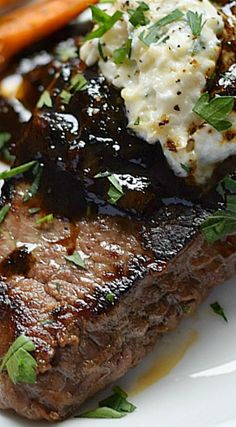 Pub-Style Steak with caramelized shallots and roasted garlic, goat cheese, and chives butter - Delicious! Rib Recipes, Steak Recipes, Grilling Recipes, Cooking Recipes, Beef Steak, Marinade Steak, Teriyaki Steak, Cube Steak, Strip Steak