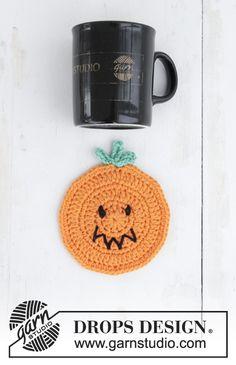 Pumpkin Latte - Dessous de verre au crochet en forme de citrouille pour Halloween. Se crochète en DROPS Paris. Modèle crochet gratuit pour Halloween DROPS Extra 0-1389