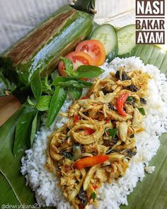 Nasi Bakar, Nasi Lemak, Vegetarian Recipes, Snack Recipes, Cooking Recipes, Food N, Food And Drink, Green Egg Recipes, Malay Food
