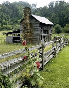 The ruins of an old fashioned house and barn shed in rural North Carolina. Country Barns, Old Barns, Country Life, Country Living, Country Charm, Country Fences, Country Roads, Country Farmhouse, Modern Farmhouse