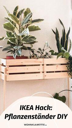 Pflanzenständer aus Holz sind ganz einfach selber gebaut – und das sogar als einfacher IKEA Hack! Sandra zeigt Dir Schritt für Schritt, wie Du ganz einfach selber einen Pflanzenständer aus Holz aus den KNAGGLIG Kisten von IKEA bauen kannst.