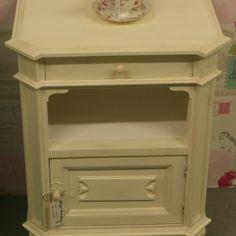 0009 Hardwood Bedside Cabinet - regency white