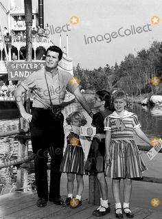 James Garner with his daughter Kim (middle here) and 2 friends (in stripes) on the boarding dock for the Mark Twain paddle boat ride at Disneyland Golden Age Of Hollywood, Vintage Hollywood, Hollywood Stars, Classic Hollywood, Vintage Disneyland, Disneyland Park, Old Movie Stars, Classic Movie Stars, Walt Disney