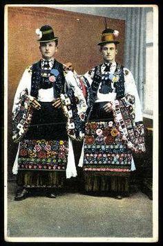 Mezőkövesdi legények   Képeslapok   Hungaricana Folk Clothing, Folk Dance, Central Europe, Folk Costume, Vintage Photos, Culture, Traditional, Embroidery, Ethnic