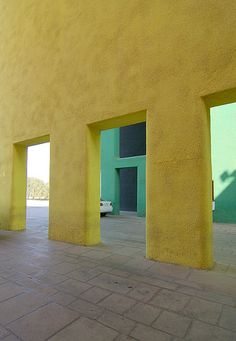 Palace of Justice - Chandigarh - Le Corbusier   -    Kinokinos photography   -  https://www.flickr.com/photos/kinokinos/4287932528/