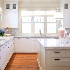 A Calgary Kitchen's Fresh Start - Western Living Magazine Deck Design, House Design, Back Painted Glass, White Marble Kitchen, Simply Home, Living Magazine, Loft, Beautiful Kitchens, Classic White