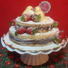 Olha que fofura!!! Uma réplica em miniatura do bolo de Casamento da nossa noivinha Jordana para fazer uma surpresa para o maridão e comemorarem 1 Ano de casados!! #nakedcake #nakedcakegoiania #casamentogyn #casamentoemgoiania #goiania #gyn #docesdecasamento #diadosnamorados by brigadeiria_bistro http://ift.tt/1O0cGDm