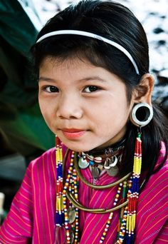 Desert-Dreamer:  Karen Tribe, Thailand and Burma  (via around-our-world)