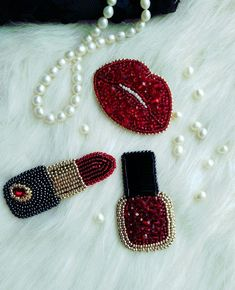 Bead Embroidery Tutorial, Simple Embroidery, Bead Embroidery Jewelry, Hand Embroidery Stitches, Fabric Jewelry, Hand Embroidery Designs, Beaded Embroidery, Beaded Jewelry, Beaded Bracelets