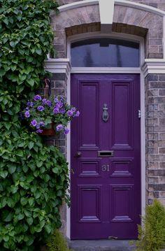 porte d 39 entr e porte 1900 avec grille en fonte porte clous portes anciennes idees portes. Black Bedroom Furniture Sets. Home Design Ideas