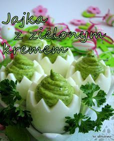 smakowite jajka faszerowane zielonym ziołowym kremem - pyszne danie na wielkanocny stół Easter Recipes, Appetizer Recipes, Amazing Food Decoration, Vegetable Decoration, Deviled Eggs Recipe, Quick Snacks, Appetisers, Breakfast Dishes, Party Snacks