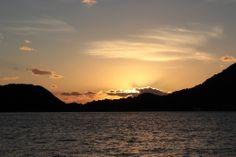 【兵庫県】森貴彦さん(日本青年会議所近畿地区 兵庫ブロック協議会 会長2012年度 会長(加古川JC))に聞きました。/Q.2瀬戸内の自慢したいところは?………A.四季のうつろいがはっきりわかる瀬戸内の風景は自慢できるものですね。赤穂あたりの小さな島々と夕日が沈む風景を見ると、日本人でよかったとしみじみ思います。東播磨は観光で瀬戸内をあまり活用していないようですが、冬の相生の牡蠣は魅力の一つです。 ※イメージです。 #Hyogo_Japan #Setouchi