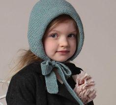 Voilà un modèle de bonnet très français. On craque toutes pour le charm rétro de ce bonnet-béguin, tricoté en '5;> Laine MERINOS ALPAGA', coloris céladon. Modèle tricot n°41 du catalogue 98 : Accessoires famille - Automne/hiver