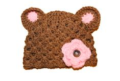 This tutorial will show you how to crochet a baby bear hat using the double crochet and a shell stitch.