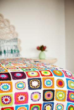 Patchwork crochet blanket - via DTLL.