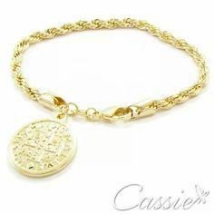 ✨ Pulseira São Bento folheada a ouro com pingente da medalha de São Bento.  ▪⚪▪⚪▪⚪▪⚪▪⚪▪⚪▪⚪▪⚪▪⚪ #Cassie #semijoias #acessórios #moda #fashion #estilo #inspiração #tendências #trends #brincos #garantia #brincoslindos #love #pulseirismo #lookdodia #zircônias #folheado #dourado #brincoleque #brincoleve #colar #pulseiras #maxibrinco #anellove #anelfalange