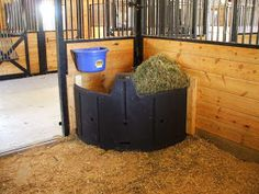 hay feeders for horses Barn Stalls, Horse Stalls, Horse Barns, Stables, Mini Horse Barn, Hay Feeder For Horses, Horse Feeder, Cabras Boer, Horse Tack Rooms