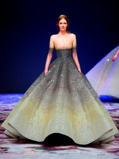 Michael Cinco's magnificent Fall/Winter 2017 couture collection inspired by Château de Versailles, the palace built during the reign of Louis XIV – the Roi Soleil (Sun King) Michael Cinco, Green Dress Outfit, Dress Outfits, Fashion Dresses, Dress Up, Dress Ootd, Belle Silhouette, Evening Dresses, Prom Dresses