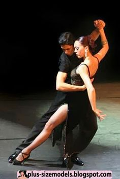 Ahhh the Tango from Buenos Aires where it is performed in the bars , cafes and dance halls of Argentina. People have lived, loved and even died for the Tango. Tango Dancers, Ballet Dancers, Shall We Dance, Lets Dance, Ballroom Dancing, Swing Dancing, Foto Portrait, Partner Dance, People Dancing