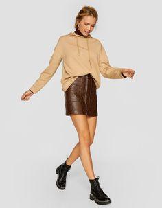 Sudadera con capucha - Sudaderas de mujer | Stradivarius Hooded Sweatshirts, Hoods, Leather Skirt, My Style, Skirts, Outfits, France, Deep, Fashion