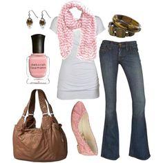 Moda Casual: conjunto práctico jean y remera en blanco, tostado y rosado | Moda y Tendencias- FRESIA