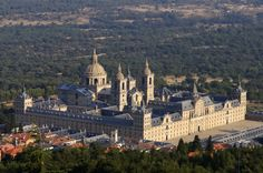 Monastery and Site of the Escorial, San Lorenzo de El Escorial, Comunidad de Madrid, Spain L'architecture Espagnole, Escorial Madrid, Charles Quint, Spanish Architecture, Beautiful Castles, Beautiful Places In The World, Spain Travel, World Heritage Sites, Places To See