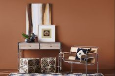 7 x wall paint of the year 2019 & wall paint trends 2019 - live dear Fesch, Sherwin-Williams wall paint of the year Cavern Clay The warm terracotta tone can be the backdrop of a playful dining room or a kitchen when comb. Living Room Red, Paint Trends, Interior Rugs, Decor, Interior Paint, Interior, Colorful Interiors, Living Room Paint, Home Decor
