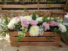 CBV212 Weddings Riviera Maya box with light pink and white floral vintage centerpieces / Bodas centro de mesa caja vintage flores rosas y blancas
