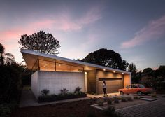 Street view Aa House in Leucadia. Cast in place concerete walls with clerestory windows