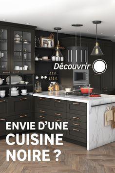 La couleur noire dans une cuisine lumineuse, donne instantanément un côté chic et architecturé. Découvrez nos conseils pour jouer avec cette couleur sombre tout en conservant la luminosité de votre pièce ! Sombre, Jouer, Architecture, Lockers, Locker Storage, Buffet, Cabinet, Chic, Kitchen