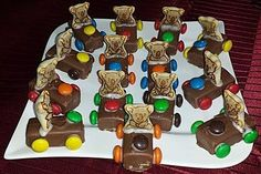 Schoko-Auto Chocolate car, a very delicious recipe from the category children. Ratings: Average: Ø The post Chocolate Car appeared first on Drabekld. Chocolate Car, Party Buffet, Food Humor, Party Snacks, Creative Food, Food Design, Food Art, Kids Meals, Yummy Food